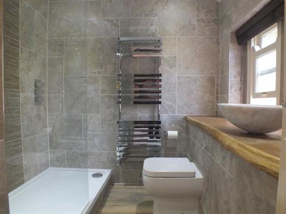 SHOWER/WC EN SUITE
