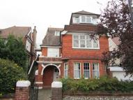 3 bedroom Flat in Arlington Road
