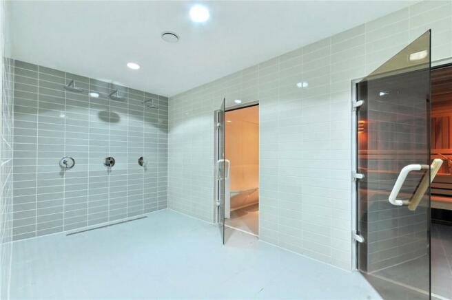 Showers & Steamroom