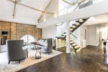 4 bed Flat in Ivory House...