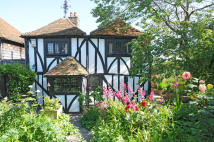 4 bedroom Detached property to rent in Church Square, Rye