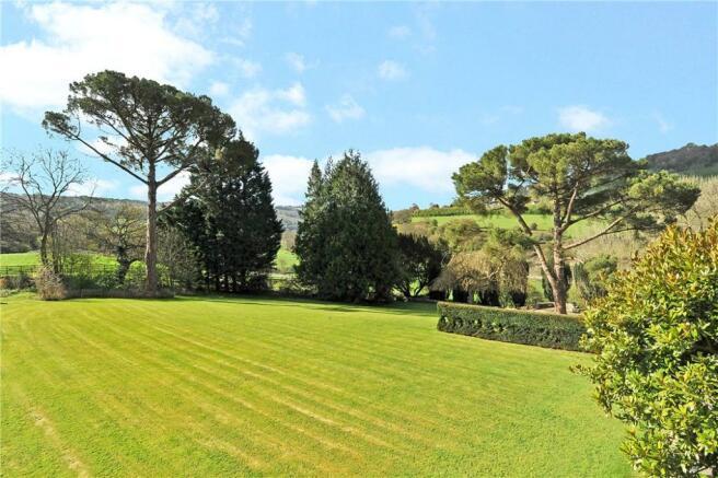 Formal Lawn & View