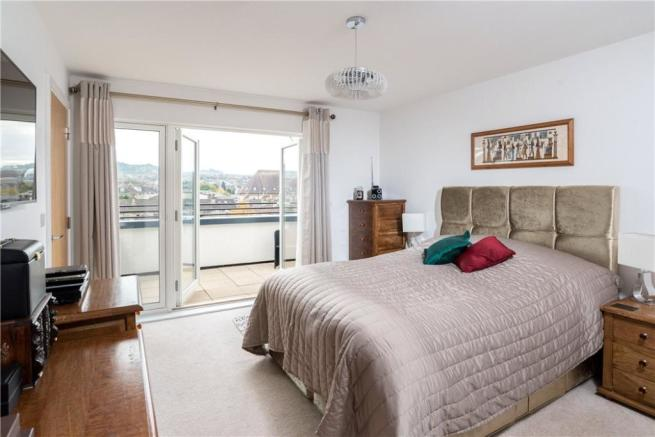 Bath: Master Bedroom