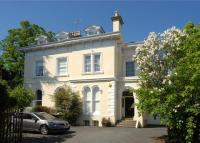3 bedroom Flat in Lansdown Lea...
