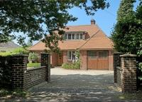 4 bed Detached house for sale in Stoke Row Road...