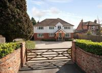 5 bed Detached property for sale in Greys Road...