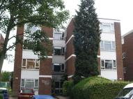 Flat to rent in To Let - Bowes Park, N22
