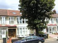 3 bed Flat in Palmers Green, N13