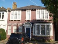 Flat in To Let - Bowes Park, N22