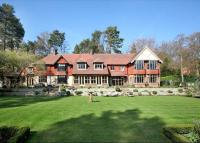 6 bedroom Detached home for sale in Woodlands Road West...