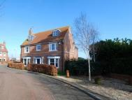 4 bed Detached property in Vicarage Court...
