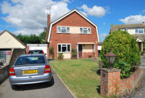 3 bed Detached house in Brickwall Close...