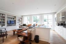 Flat for sale in Ladbroke Grove, London...