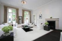 Town House to rent in Linden Gardens, London...