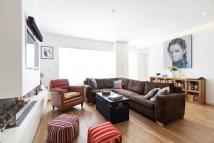 3 bed Town House in Russell Gardens Mews...