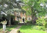6 bedroom Detached home for sale in Hampton Court Road...