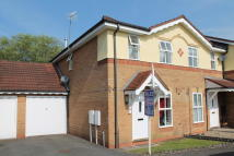 2 bed semi detached house to rent in Larkspur Drive, Evesham...