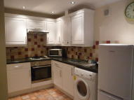 1 bed Ground Flat in Hawthorn Road...