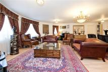 Flat for sale in REGENTS PLAZA APARTMENTS...
