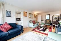 Flat in DEVONPORT, W2