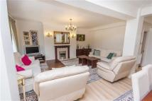 3 bedroom Flat in HAMILTON COURT...