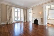 3 bedroom Flat in QUEENSBERRY PLACE...
