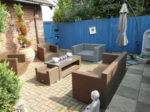 Side Garden/Courtyar