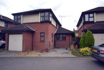 3 bed semi detached house to rent in Amersham Avenue...