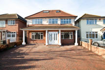 6 bedroom Detached property in Robin Hood Way, London...