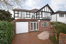 5 bed Detached house in Derwent Avenue, London...