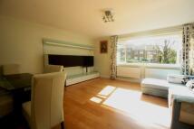 2 bedroom Flat to rent in Deer Park Close...