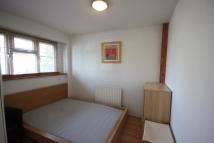 1 bed Ground Flat in Ashburnham Road...