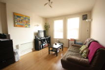 Flat in Coombe Road, New Malden...