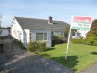 2 bed Semi-Detached Bungalow in Mewstone Avenue, Wembury...