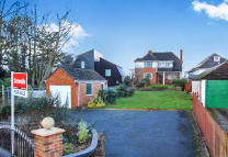 3 bed Detached house in Lake Drive, Poole