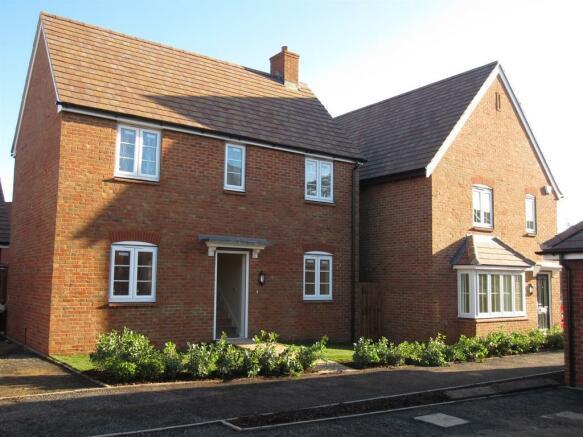2 bedroom detached house for sale in newbury road headley thatcham rg19