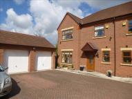 5 bed semi detached house in Meadowbank Drive...