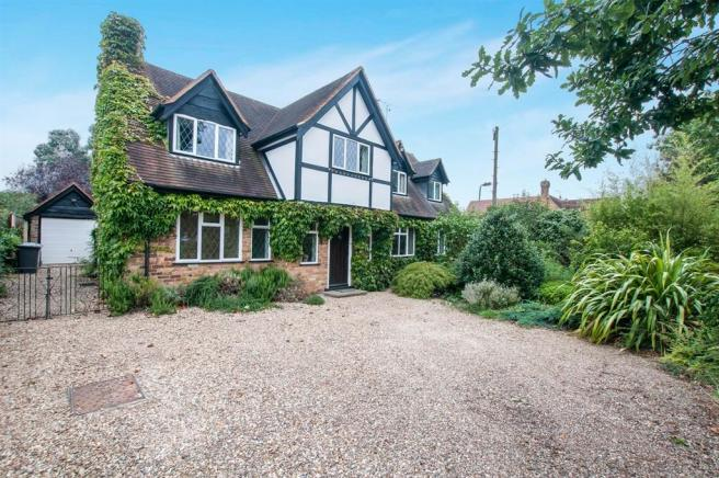 3 bedroom detached house for sale in oaken grove maidenhead sl6