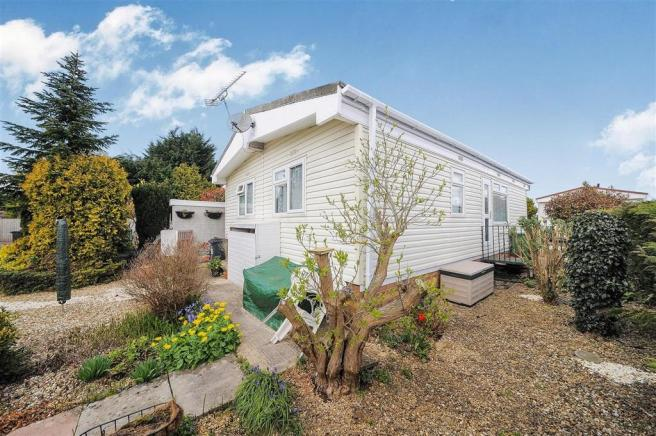 2 Bedroom Park Home For Sale In Greenacres Meysey Hampton