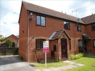 2 bed semi detached house in Ivybridge Close, Oakwood...
