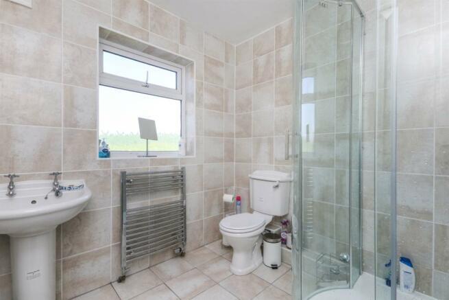 En-Suite Bath/ Shower Room