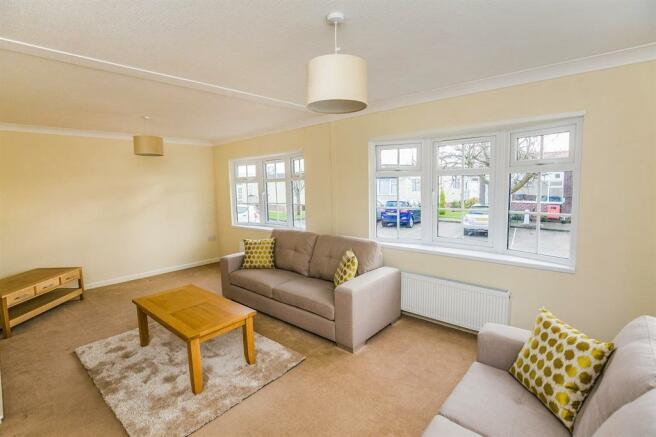 2 Bedroom Park Home For Sale In Farm Church Minshull