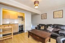 Flat in Woodside Green, LONDON