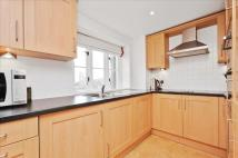 Apartment for sale in Elizabeth Drive, Banstead