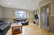 2 bedroom Flat in Axwood, Epsom