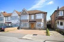 3 bedroom Maisonette in Graham Road, Mitcham