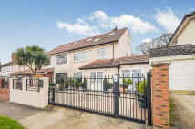 Detached house in Bowness Crescent, London