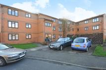 1 bedroom Flat in Chaffinch Close, Surbiton
