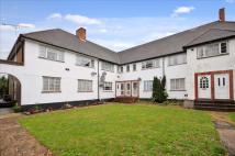 2 bed Flat in Hook Rise North, Surbiton