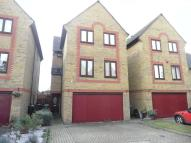 5 bed Detached home in Standring Place...